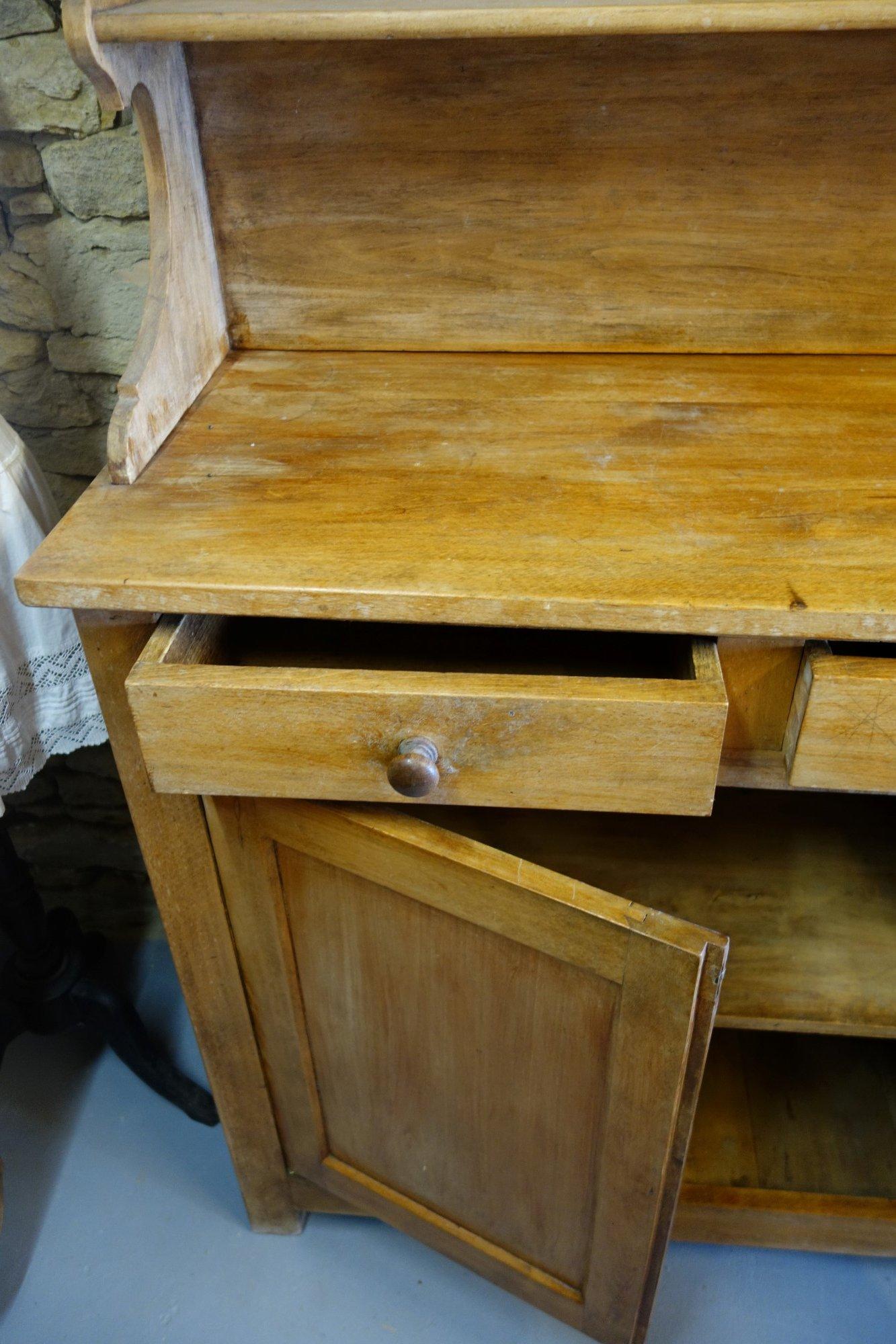 Le Vaisselier en ce qui concerne le vaisselier rétro - objet lontan