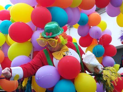 brocante-oleron-fete-mimosa-clown-et-ballons